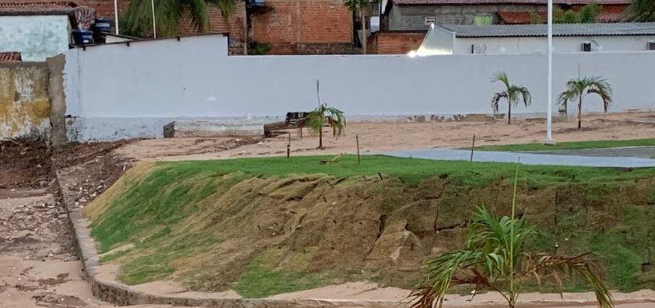Maquiagem: Chuva expõe péssima qualidade de praça entregue pela Prefeitura de Coelho Neto