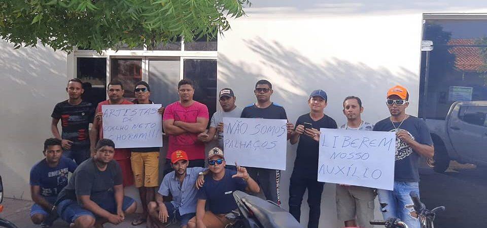 Com os dias contados para sair do governo, prefeito de Coelho Neto é alvo de protestos por parte de artistas