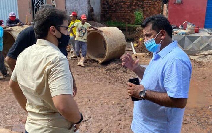 Prefeito Bruno Silva acompanha intervenção na Feirinha para minimizar impacto da água das chuvas