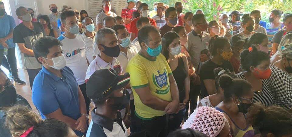 Prefeito Bruno Silva participa do enterro do ex-prefeito Antônio Bacelar